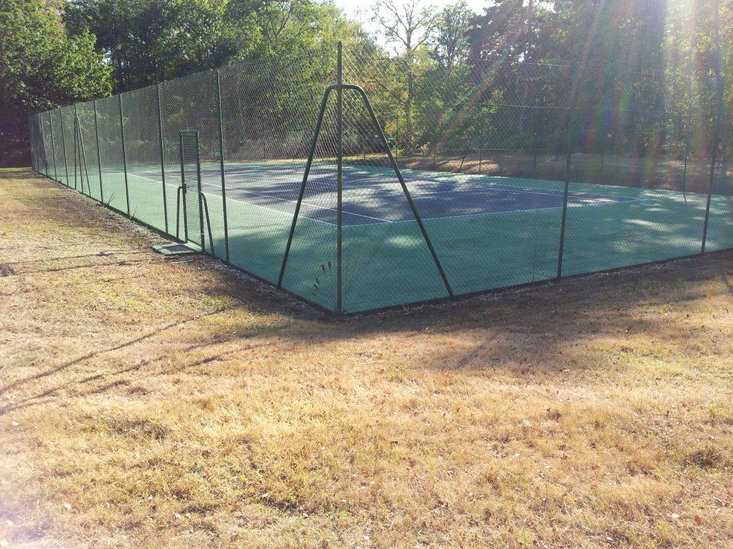 terrain de tennis clos