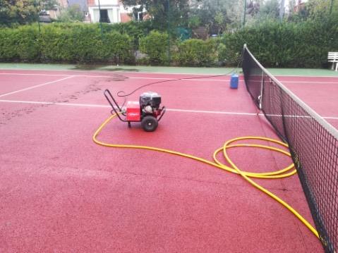 entretien d'un terrain de tennis